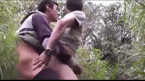 cogiendo en la selva